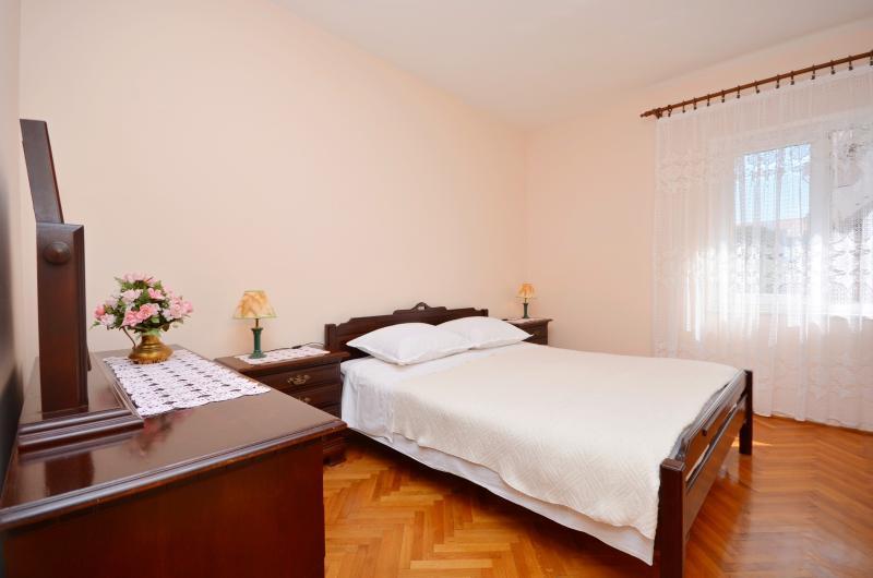 Apartments and Rooms Nada - 21941-S6 - Image 1 - Novalja - rentals