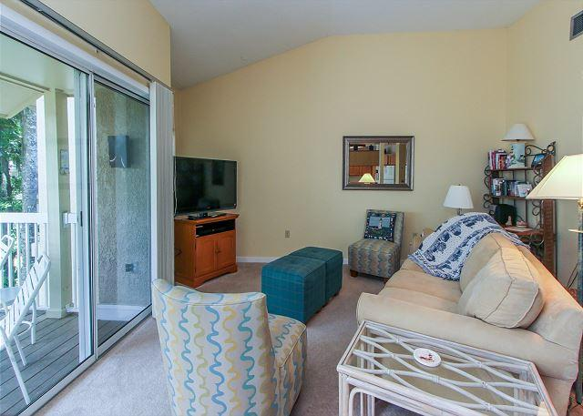 Living Area - 712 Barrington Park - 1 Bedroom Lagoon view villa - Sleeps 4 - Hilton Head - rentals