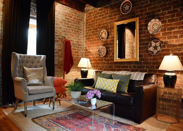 Welcome to Sycamore Carriage House! - Beautiful carriage house, recently renovated with modern décor - Savannah - rentals