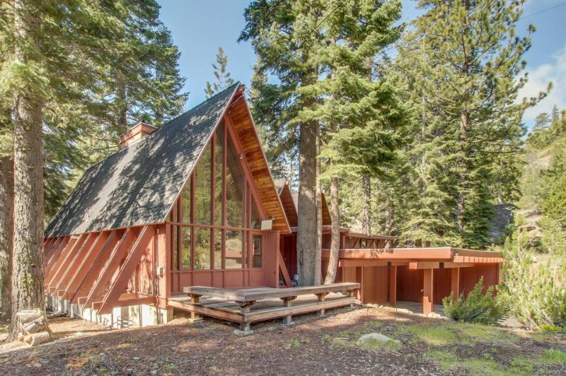 Large, dog-friendly lodge w/ private hot tub, easy ski & beach access! - Image 1 - Tahoe City - rentals