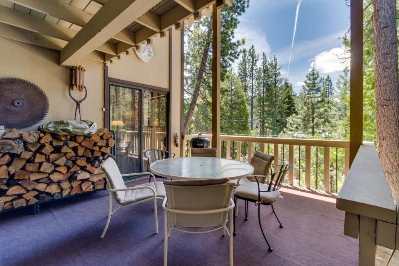 Quiet, woodsy Donner Lake retreat surrounded by forest near area attractions! - Image 1 - Truckee - rentals