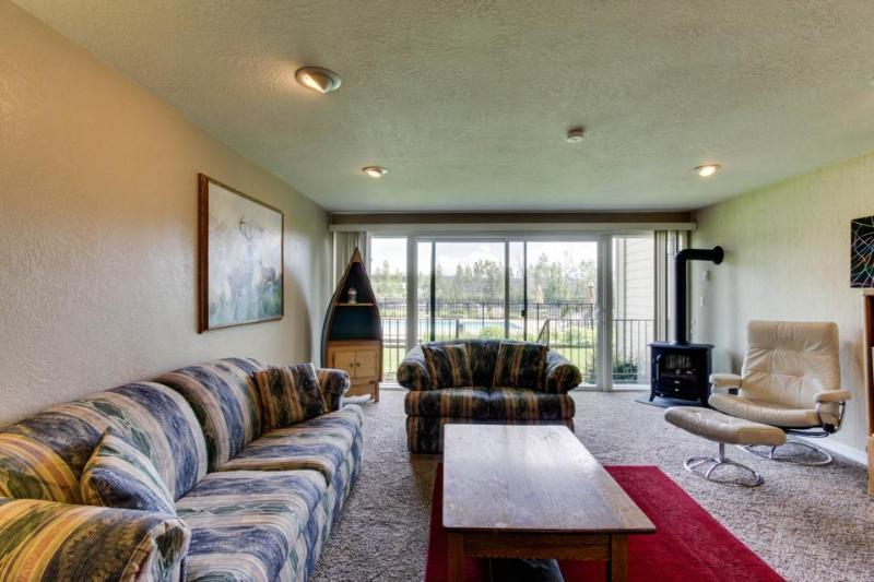Condo w/shared pool, hot tub, & tennis on Lake Pend Oreille shoreline! - Image 1 - Sandpoint - rentals