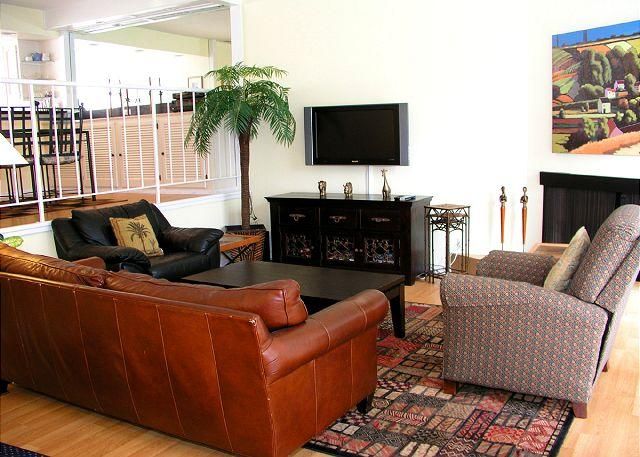 Living Room - Spacious 3bedroom townhouse in the Del Mar Beach Club complex - Solana Beach - rentals