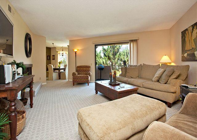 Living room - Overlooking pool area in the Del Mar Beach Club complex - Solana Beach - rentals