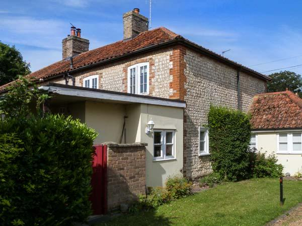 28 OXBOROUGH, woodburner, garden with furniture, village inn 5 mins walk, in Oxborough, Ref 28541 - Image 1 - Oxborough - rentals