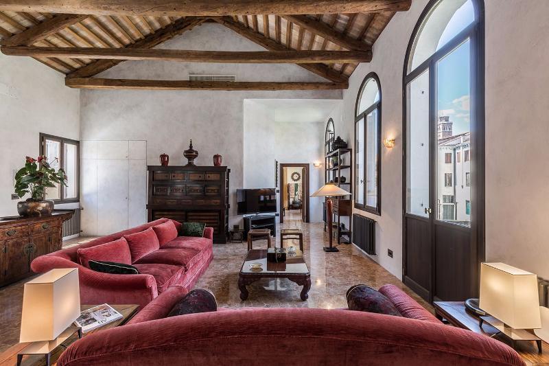 newly restored and luxurious Canova apartment living room - Canova - Venice - rentals
