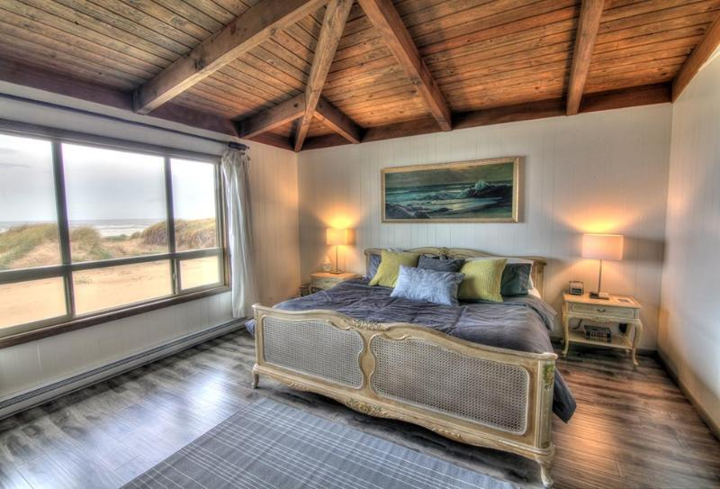 Master Bedroom with an Ocean View - Large Beach House, Sits Right on a Sandy Beach! - Waldport - rentals