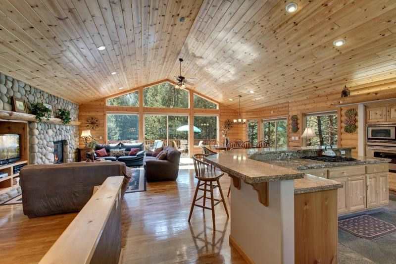 Living room with log interior, pine ceilings, oak hardwood floors and floor to ceiling windows - At Home In The Mountains! Views, Game room & more. - South Lake Tahoe - rentals