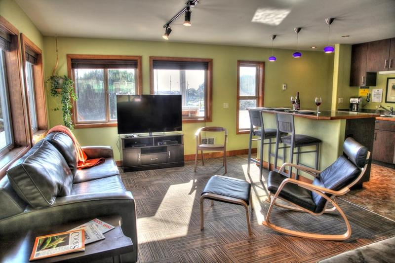 Modern Condo in the Heart of Yachats! - Image 1 - Yachats - rentals