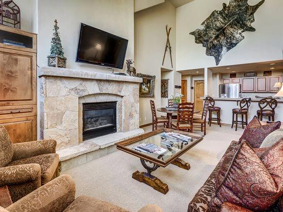 Spacious Living Room with Firepalce and Flat Screen Television - 3BR Spruce Lodge Penthouse in Exclusive Gated Community in the Heart of Arrowhead Village, Walk to Lifts, Pool/Hot Tub, and Restaurant - Edwards - rentals