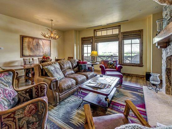 Spacious Living Room with Fireplace, Flat Screen TV, and Great Views - Spectacular 3BR Platinum Rated Ski In/Ski Out Beaver Creek Landing Condo - Beaver Creek - rentals