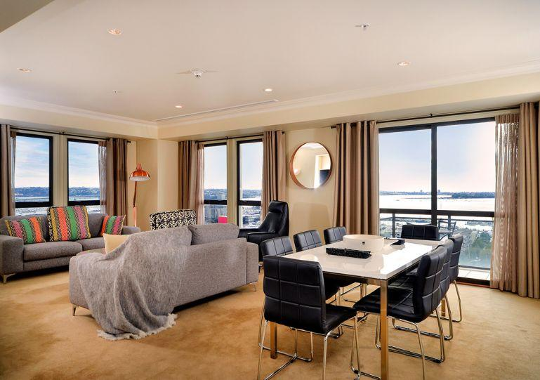 Open plan living apartment - Spacious Sunny Two Bedroom Apartment Overlooking the Viaduct Area and Auckland Harbour - Auckland - rentals