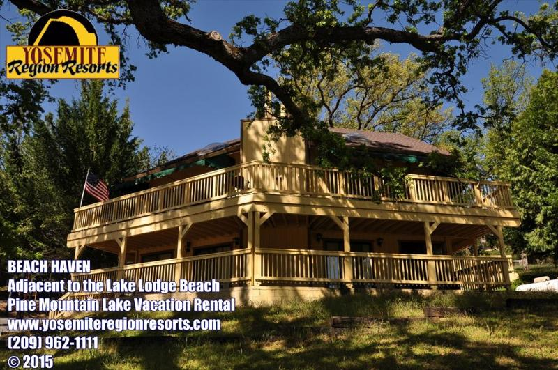 Lake Lodge Beach shown to the right, Unit 4 Lot 52, Pet friendly, lakefront next door to the Lake Lodge Beach, Beach Haven. - 5 Bdrm Lakefront Next To Lake Lodge Beach, Slps14 - Groveland - rentals