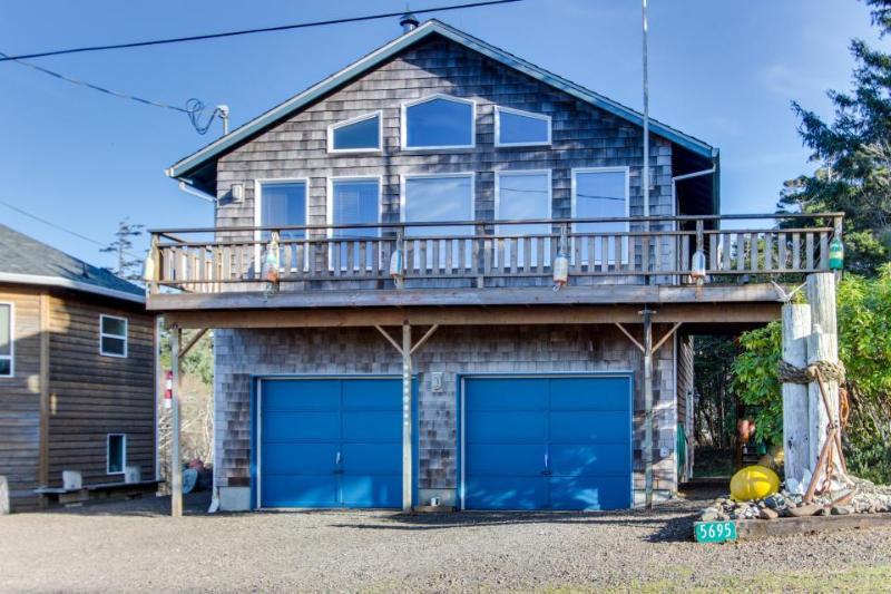 Cozy dog-friendly beach home w/ ocean & lake views & firepit! Only 8 mi. to town - Image 1 - Cape Meares - rentals