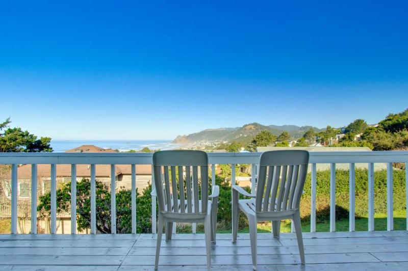 Cozy & dog-friendly oceanview home w/the best views in Road's End! - Image 1 - Lincoln City - rentals