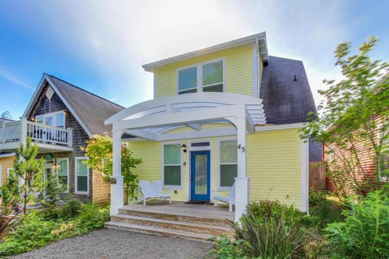 Beautiful, upscale beach home with private hot tub! - Image 1 - Depoe Bay - rentals