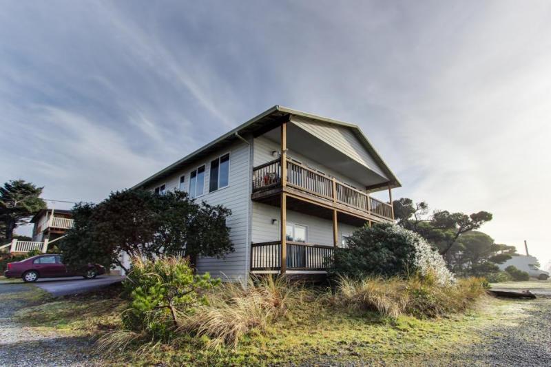 Spacious home w/ ocean & lake views, across the street from beach access! - Image 1 - Rockaway Beach - rentals