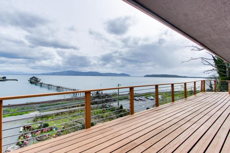 Gorgeous home overlooking the bay near a boat launch - dog-friendly! - Image 1 - Garibaldi - rentals