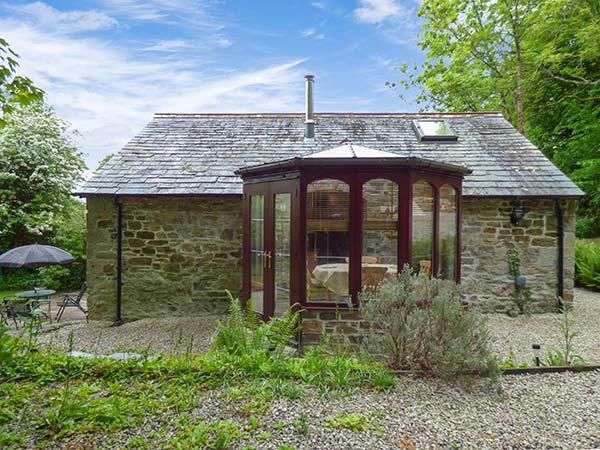 BULLS COTTAGE, barn conversion with woodburner and WiFi, near Camel Trail, in - Image 1 - Saint Tudy - rentals