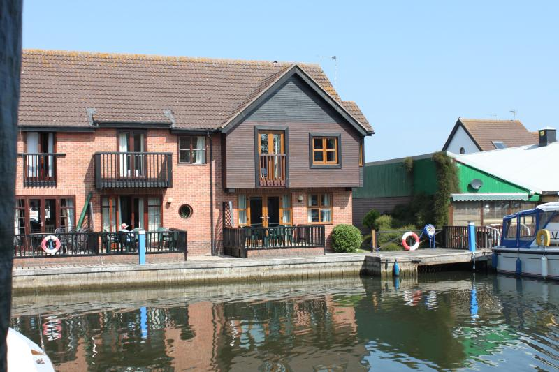 Waveney Cottage - Waveney Cottage, Waterside Holiday Accommodation - Wroxham - rentals