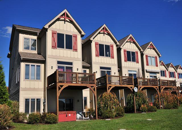 Exterior - Stylish & Appealing 4 Bedroom townhome with lake & ski slope views! - McHenry - rentals
