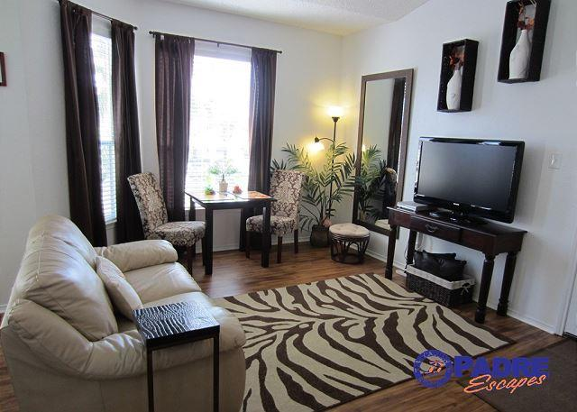 Living area - Beautiful Studio Condo view nice views and close to the beach - Corpus Christi - rentals