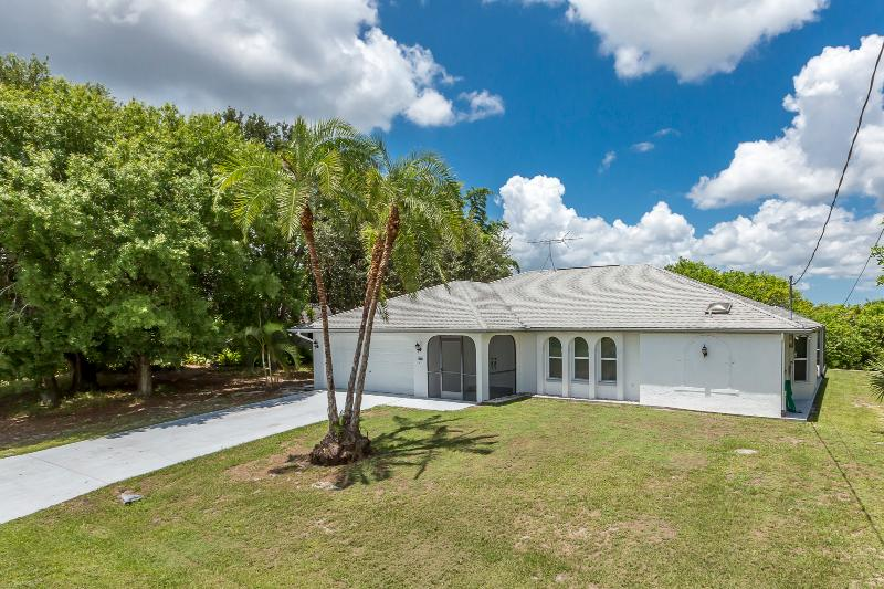 Joseph -Waterfront Home, 4 sleeps with heated pool - Image 1 - Port Charlotte - rentals