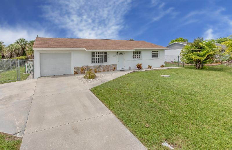 Van Nuys - 6 sleeps with heated pool - Image 1 - Port Charlotte - rentals
