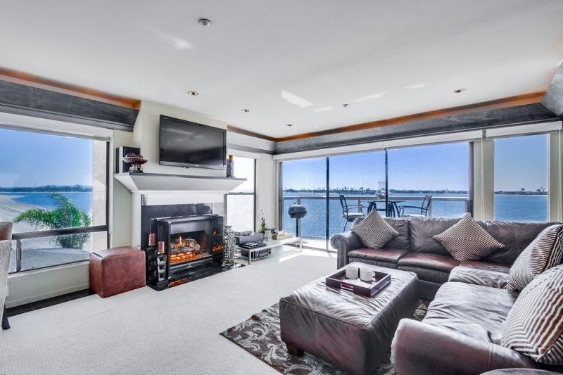 Large flat screen TV mounted above the gas log fireplace. Excellent for movie night - Karla's Riviera Villa: On beautiful Sail Bay, Steps to Sand, Bikes, WiFi - Pacific Beach - rentals