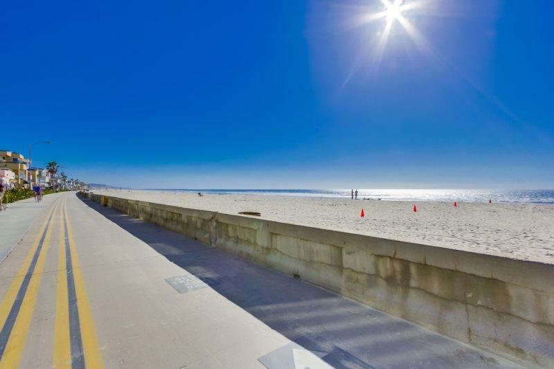 Welcome to Mission Beach, CA. The beach, sunshine and surf are waiting for you - Pete's Mission Beach Getaway: Just 200 steps and your toes are in the sand - Pacific Beach - rentals