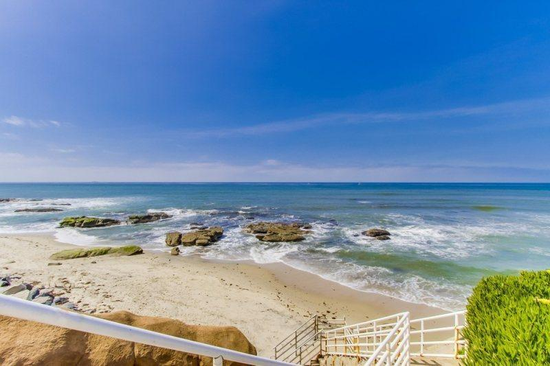 Sunset Cliffs in Ocean Beach - The Grande House in Sunset Cliffs: 3 bed with den, 2 bath, sleeps 8, NOT A PARTY HOUSE! - Pacific Beach - rentals