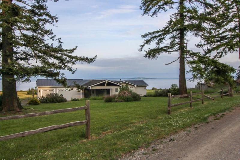 Lovely, oceanfront home with multiple sea views & beach access! - Image 1 - Nordland - rentals