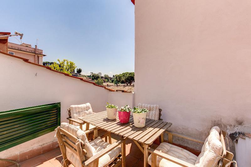 Romantic and silent Fori Duplex with terrace - Image 1 - Rome - rentals