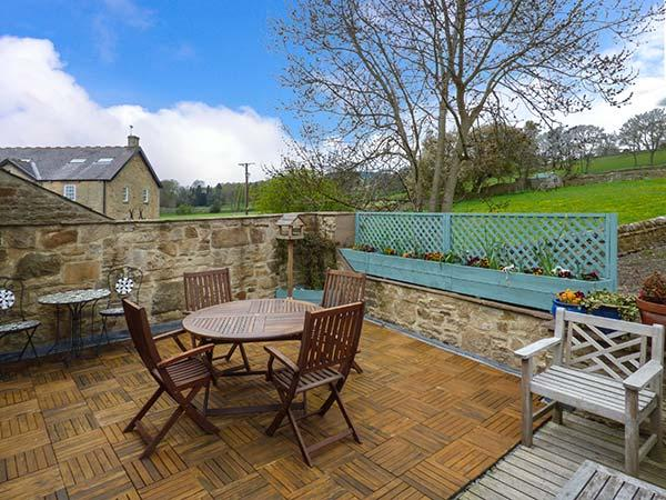 MONKSMOOR HOUSE, character cottage, woodburner, WiFi, country views, close to amenities, in Middleton-in-Teesdale, Ref. 917583 - Image 1 - Middleton in Teesdale - rentals