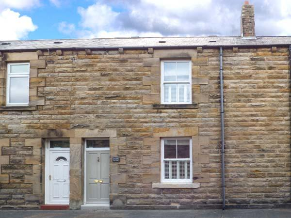ANNASBILL COTTAGE, terraced cottage, woodburning stove, close to beach, in Amble, Ref 922857 - Image 1 - Amble - rentals