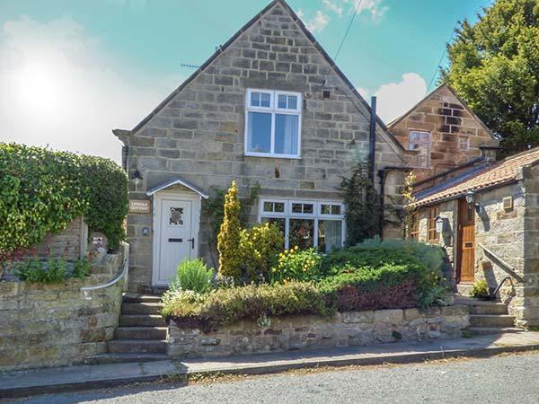 LYNDALE COTTAGE, detached cottage with WiFi, open fire and enclosed garden near Robin Hood's Bay, Ref 923460 - Image 1 - Fylingthorpe - rentals