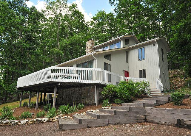 Exterior - Dazzling 3 Bedroom Home w/ Hot tub, pool table, & private dock! - Oakland - rentals