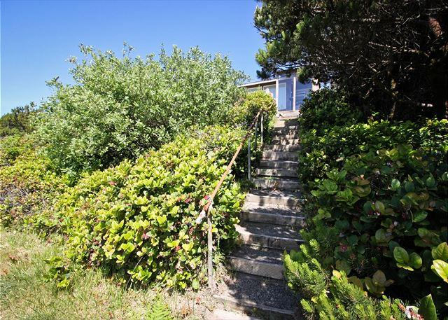 BRYNMARIE ~ Charming home, with Spectacular Ocen Views and walkable to town! - Image 1 - Manzanita - rentals