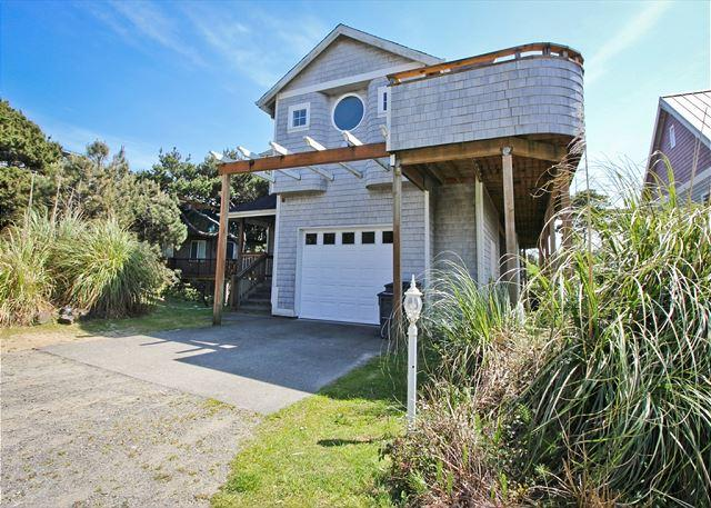 LODGE~Great large group getaway only 1/2 block to the beach!! - Image 1 - Manzanita - rentals