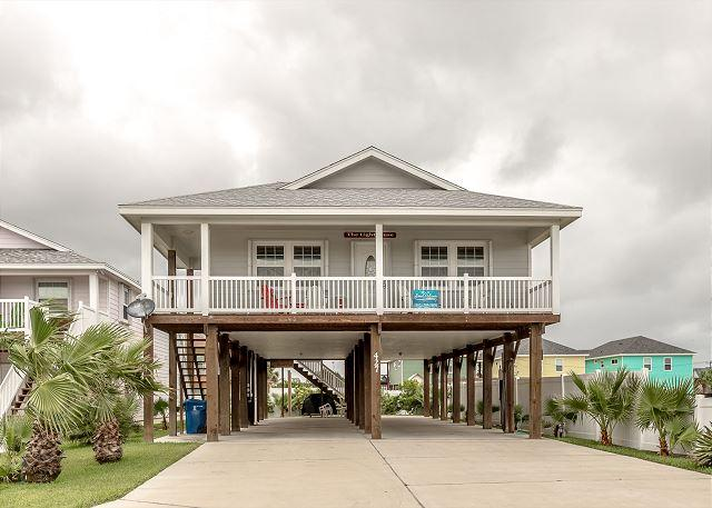 Welcome to Lighthouse! - LIghthouse. Pet Friendly, WIFI, Across from POOL, In Town - Port Aransas - rentals