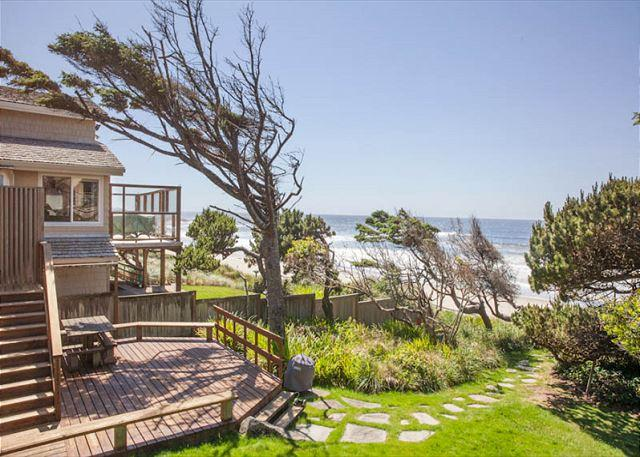 Cottage by the Sea - Ocean Front Hm, Direct Beach Access, Hot Tub - Image 1 - Lincoln City - rentals