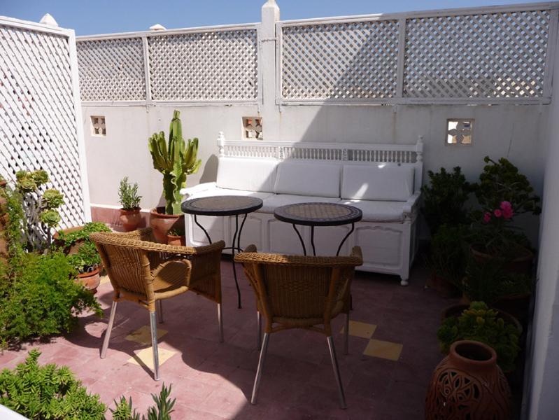 La Porte Bleue: charming riad for 6, old medina. - Image 1 - Essaouira - rentals