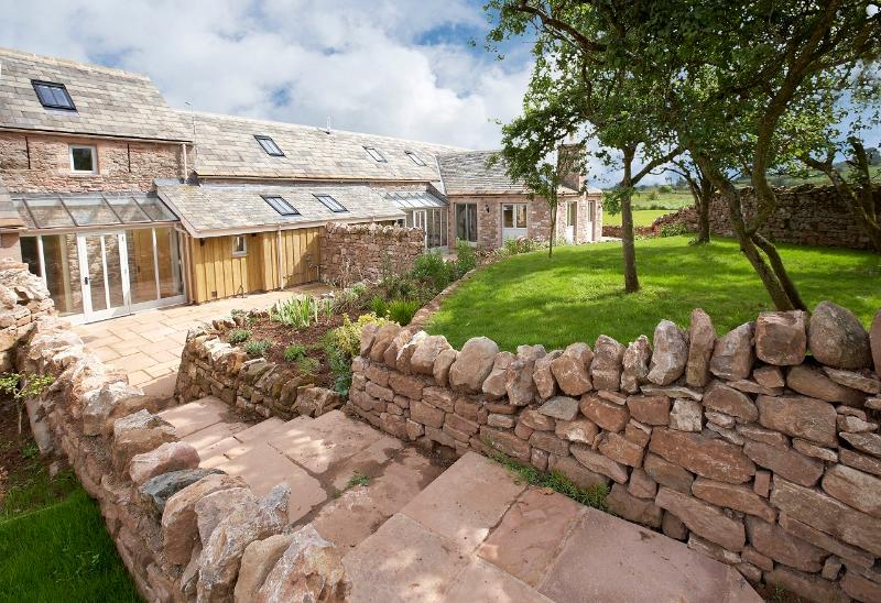 Wythburn Cottage is a Grade II listed 3 BR (ensuite) sandstone barn located near the Lake District - Wythburn Cottage - Lake District - rentals