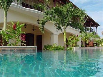 2BR/2BA  boutique condo oasis, safe walking to tow - Image 1 - Granada - rentals