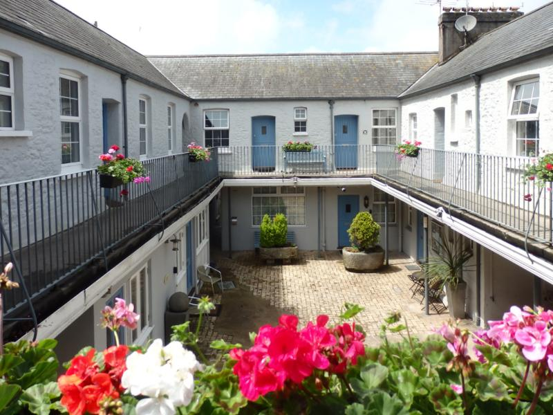 Trinity Mews - an historic Grade 2 Listed courtyard building near Torquay Harbour (no. 16 top right) - 16 Trinity Mews - Torquay - rentals