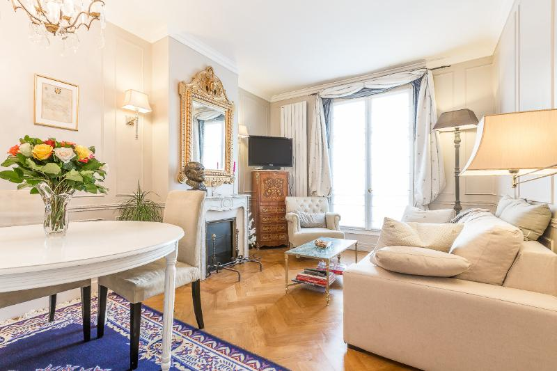 L'Etoile du 7ème - 2 bedroom  in the 7th arr. - Image 1 - Paris - rentals