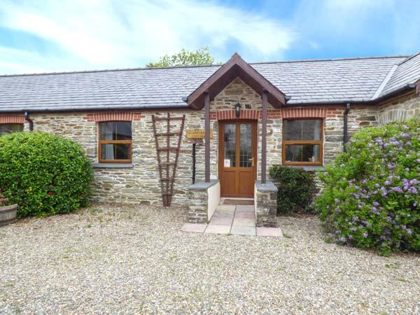 KINGFISHER COTTAGE, stone holiday cottage, shared pool, off road parking, in Llanboidy, Ref 924587 - Image 1 - Llanboidy - rentals