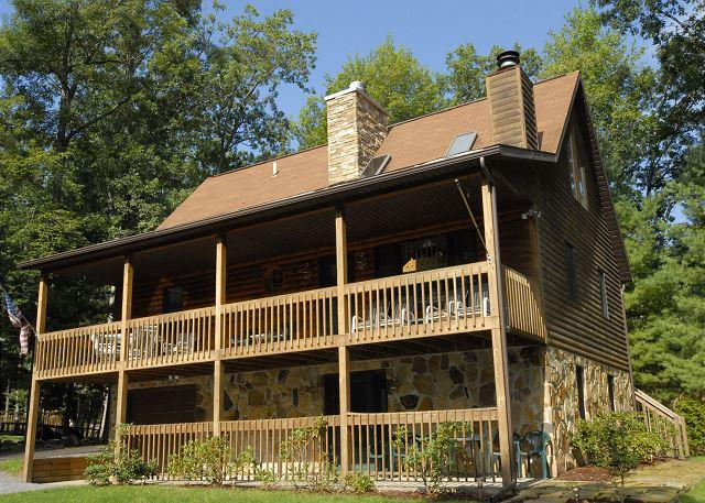 Exterior - Charming 3 Bedroom Cabin with hot tub, privacy, & outdoor fire pit! - Swanton - rentals
