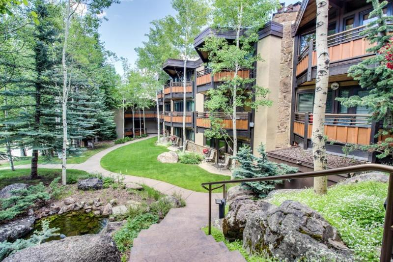 Woodsy ski-in/out condo w/two shared hot tubs, right next to the slopes! - Image 1 - Snowmass Village - rentals