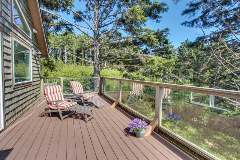 Walk to beach from beautiful home w/views of ocean & Yaquina Lighthouse! - Image 1 - Newport - rentals
